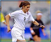 米娅-哈姆两夺奥运女足冠军