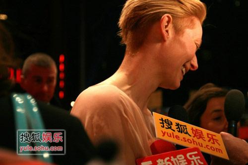 蒂尔达接受搜狐娱乐独家采访