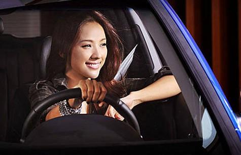李孝利/总体来说,i30体现出浓厚的欧洲车的风格,包括外观、内饰以及...