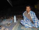 印尼爪哇地震灾民户外避难