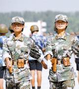 奥运礼仪小姐担任女民兵方队领队