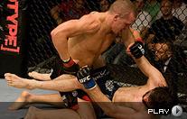 UFC99-保罗展暴力锁喉绝技 重拳猛击对手头颅