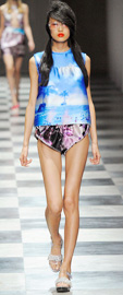 2010春夏流行趋势,流行趋势,服装,时尚,流行,2010春夏,轻薄,色彩,着装风格