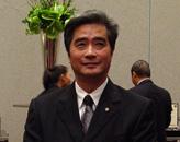 锡柱集团主席吕锡柱(中)