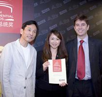 胡润与鸿茂控股董事长刘斌为香港置地文华东方酒店颁奖