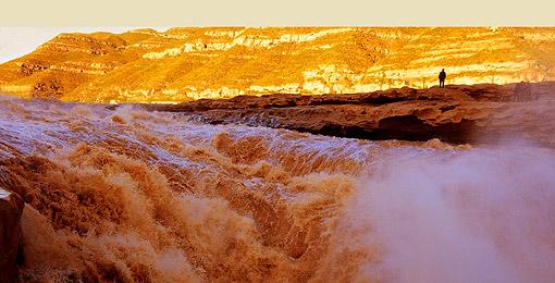 黄河壶口瀑布:气吞山河