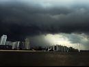 广州珠江新城被乌云笼罩