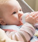 巧治宝宝吐奶的4窍门