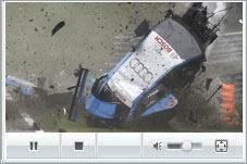 房车赛发生严重车祸 赛车空中翻滚遭肢解
