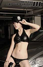 黑衣美女诠释野性魅力