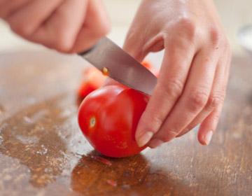 DIY西红柿蜂蜜面膜