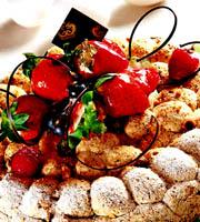 榛子杂莓蛋白脆糖蛋糕