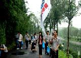 公司组织员工参与社区环保公益活动