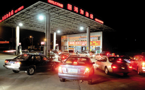 国际油价暴跌 国内油价最快本月下旬下调