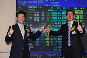 黄毅(左)李国强(右)