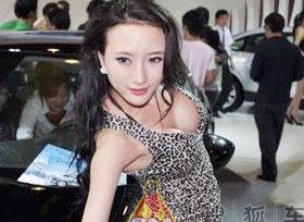 """衣服再紧也裹不住的""""凶器"""" 广州车展出位车模"""