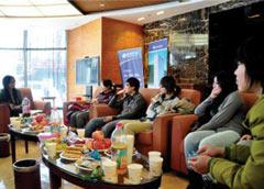校园精英圣诞座谈会在北京留学公共服务大厅召开
