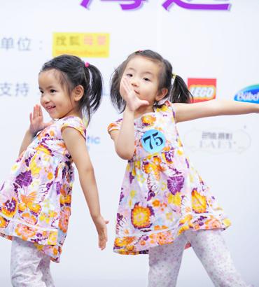 双生花,可爱性格迥异的双胞胎小姐妹