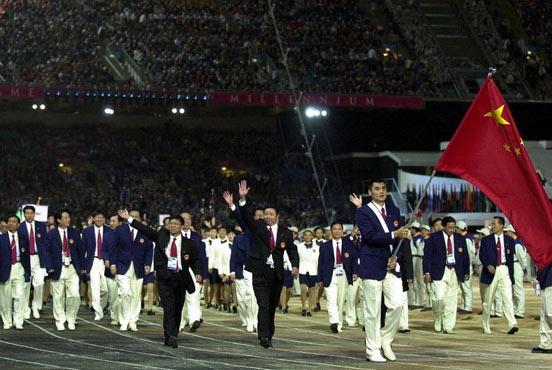 2000悉尼奥运会,刘玉栋出任旗手