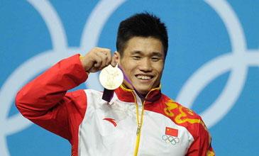 男举77KG吕小军破世界纪录夺冠