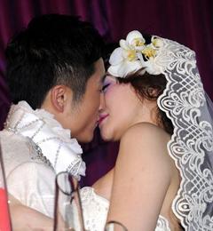 邹市明与妻子