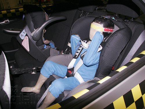 关注儿童安全乘车 安全气囊弹出撞伤婴儿