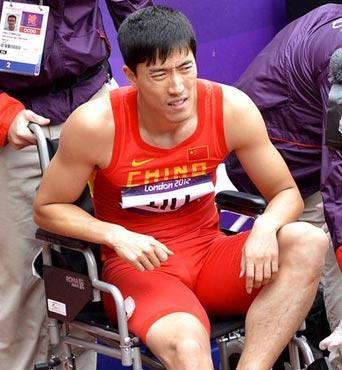 刘翔受伤严重坐轮椅出赛场