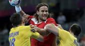 奥运图:瑞典手球队晋级半决赛 遭遇包夹