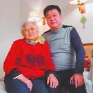 杨乃发和养老院的老人
