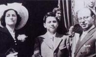 贝卢斯科尼与父母在一起