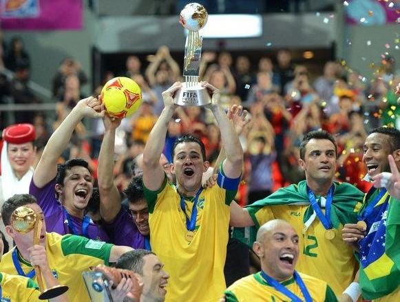 足球联赛奖杯照片_足球奖杯大全_英冠联赛奖杯