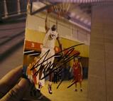青岛球迷拿到签名照