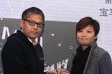 董宝青先生为左伟意女士颁奖