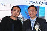 何毅先生为拱兴波先生颁奖
