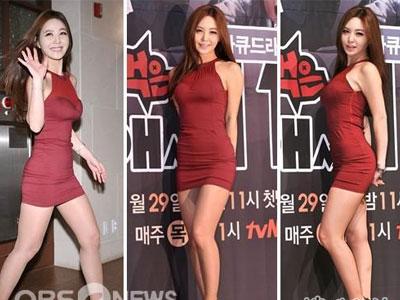 赛》韩籍举牌美女