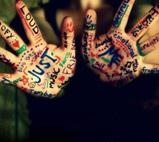 用五颜六色的笔在手掌上写出想说的话