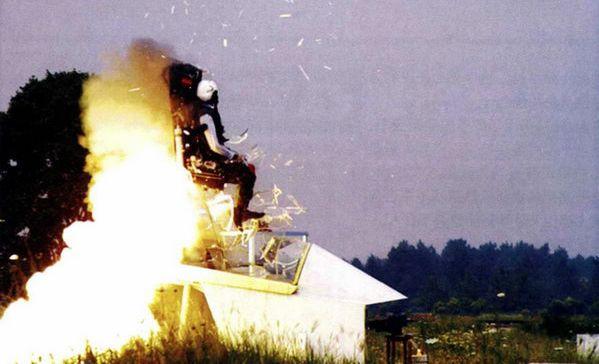 资料图:飞机弹射座椅测试