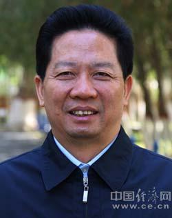 陈求发,男,1954年12月生,湖南城步人,苗族,中共党员,大学文化程度,高级工程师。