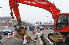 因施工需要 18日起东快路疏港路封闭交通70天