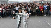 林志颖韩寒与车迷互动 迎F1中国站十周年