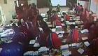 地震发生老师淡定 组织学生有序离开
