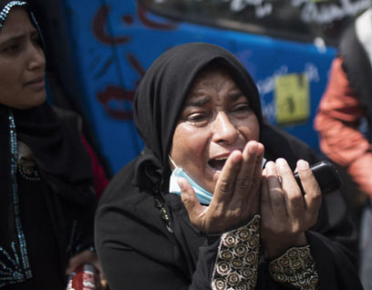 埃及清场行动中的女性。新华社发