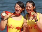 2000米双人双桨江燕张馨月夺冠