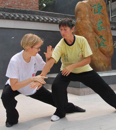 洋弟子学习太极拳
