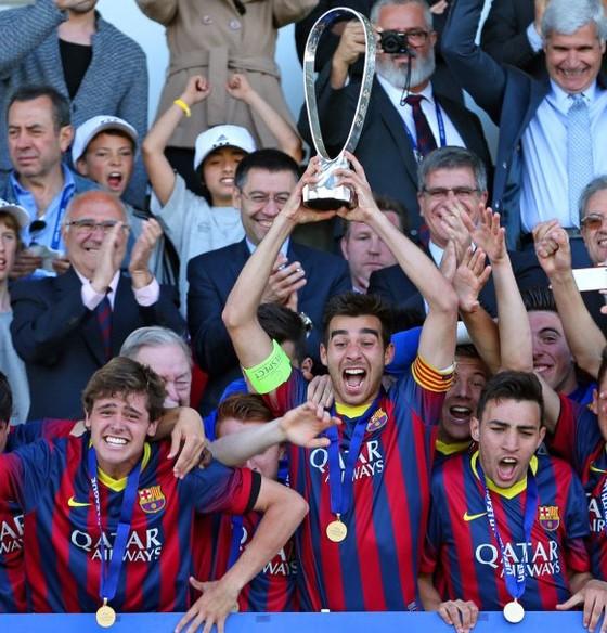 巴萨B队成功夺得U19欧冠冠军,穆尼尔并获得金靴奖