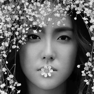 刘雯素颜照片痣