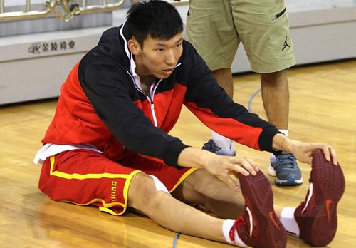 高清:男篮热身备战澳洲