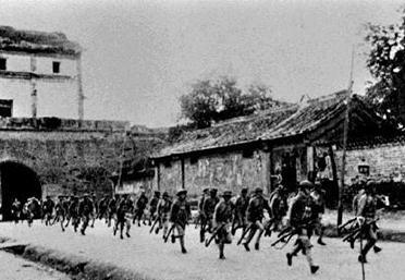 驻守在宛平城的宋哲元部第29军紧急赴战