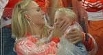 荷兰出局罗本爱子痛哭