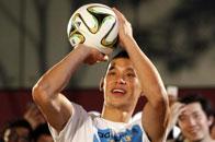 林书豪用世界杯足球投篮